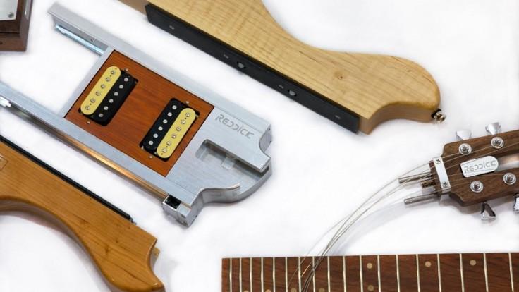 Modulárna gitara, ktorá sa pohodlne zmestí do príručnej batožiny
