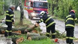 Západ Slovenska potrápili búrky, hasiči zasiahli desiatky krát