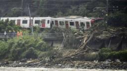 Časť Japonska je ochromená, mohutné záplavy si vyžiadali obete
