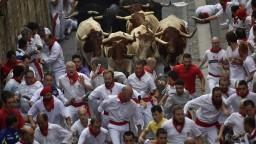Rozzúrené býky ovládli Pamplonu, do mesta prišlo vyše milión ľudí