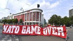 Bruselčania vyšli do ulíc, protestovali proti summitu NATO