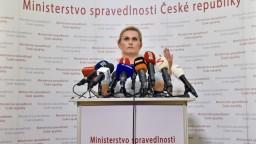 Českú ministerku obvinili z plagiátorstva, rezignovala z funkcie