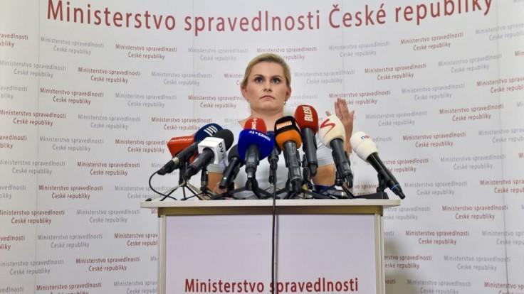 Zeman vymenoval nového ministra spravodlivosti, rezort preberá Kněžínek