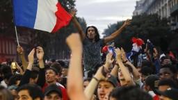 Paríž jasá, Francúzi oslavujú postup do finále MS