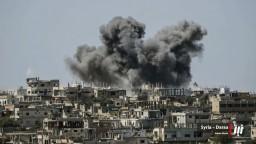 Povstalci sa vzdali mesta, sýrska vláda už nad ním vztýčila vlajku