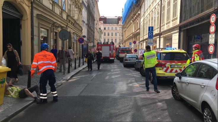 V srdci Prahy sa zrútila budova, zásah museli prerušiť