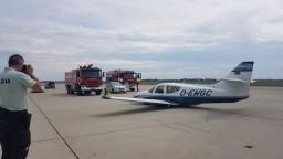 Poplach na bratislavskom letisku, lietadlo pristálo bez podvozku