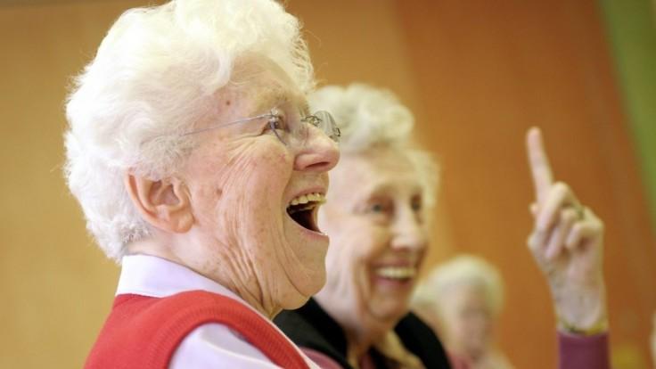 Spoločnosť seniorov postupne vymazáva. Máme sa báť staroby?