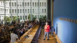 Merkelová sa postavila pred novinárov, hovorila najmä o migrácii