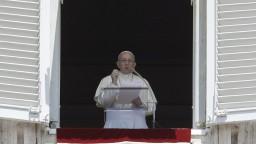 Musíme predchádzať tragédiám na mori, vyzval pápež František