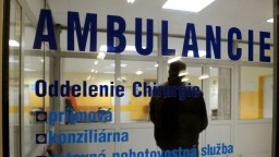 Podľa SaS by mali lekári, ktorí odídu zo Slovenska, za školu platiť