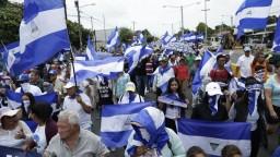 Nikaragujčania chcú prezidentov koniec, protesty majú stovky obetí