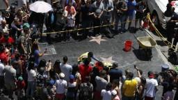 Muž s krompáčom zničil Trumpovu hviezdu na Chodníku slávy