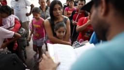 Stovky detí migrantom nevrátili, mnohí rodičia podľa USA nie sú spôsobilí