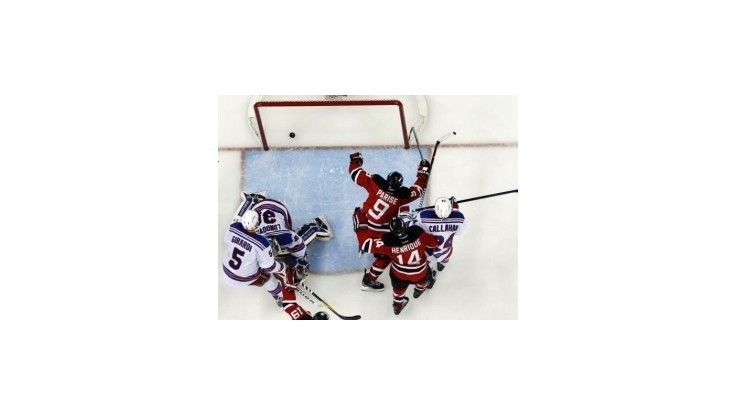 Devils porazili Rangers 4:1 a vyrovnali stav série na 2:2