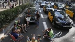 Doprava v Barcelone skolabovala, mesto blokujú nespokojní taxikári