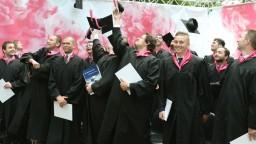 Najlepší absolventi odchádzajú, zamestnávatelia žiadajú reformu