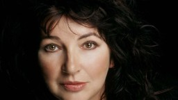Nahrala desať albumov, valcovala hitparády. Kate Bush oslávila jubileum