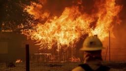 V Kalifornii vypukol nový požiar, desiatky domov sú v ohrození