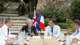 Mayová navštívila Francúzsko, rokovala s Macronom