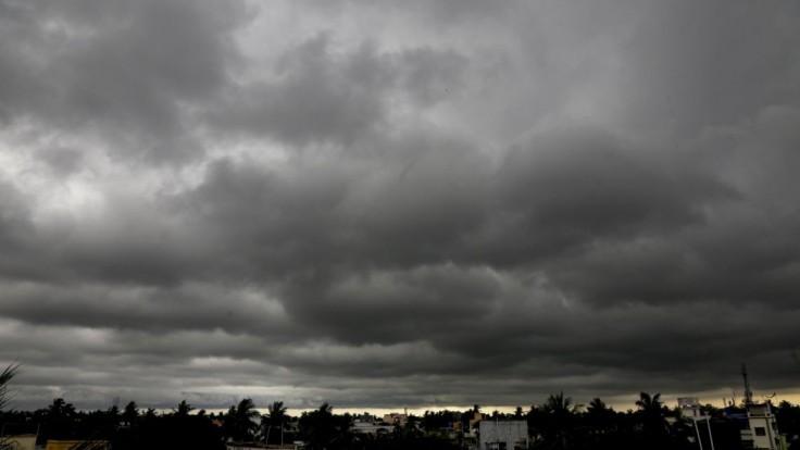 Meteorológovia vydali výstrahu, varujú pred búrkami z tepla