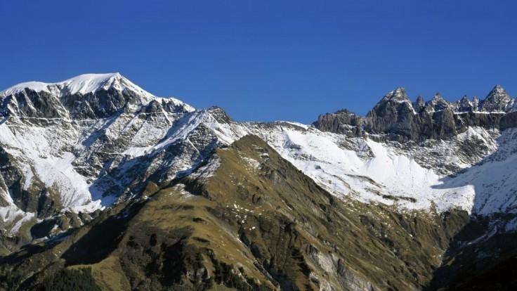 Pri páde lietadla vo švajčiarskych Alpách zahynulo 20 ľudí