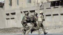 Hrdinovia, reagujú politici na smrť českých vojakov v Afganistane