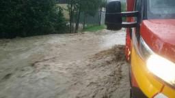 Prietrž mračien spôsobila na Kysuciach problémy, zasahovali hasiči