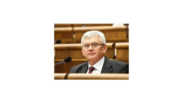 Jahnátek: Simon by sa mal ospravedlniť občanom, ktorí nedostali potraviny z EÚ