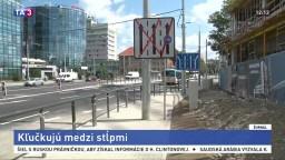 Je to prekážková dráha, hovoria Košičania o novom chodníku