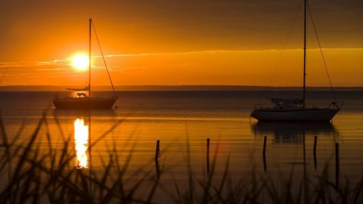 Voda v najväčšom maďarskom jazere má teplotu už takmer 28 stupňov