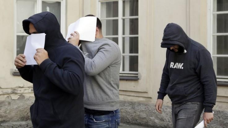 Cudzinci dobili pražského čašníka, vinia ich z pokusu o vraždu
