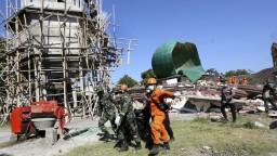 Zemetrasenie na ostrove Lombok si vyžiadalo už takmer stovku obetí