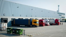 Dopravcovia v problémoch, žiadajú o zníženie dane a odvodov