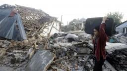 Záchranné akcie v Indonézii prerušilo ďalšie zemetrasenie