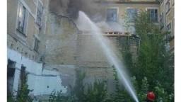 V kúpeľnom meste horel starý hotel, z miesta sa valil hustý dym
