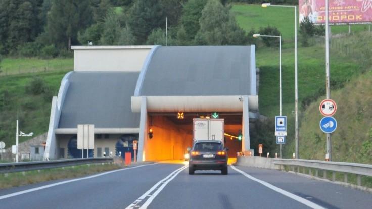 V tuneli Branisko zasahovali hasiči, evakuovali desiatky ľudí