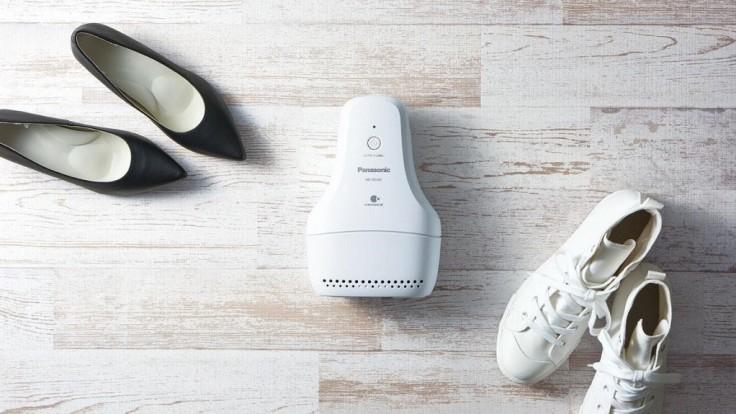 Zariadenie od Panasonicu zbaví topánky nepríjemného zápachu