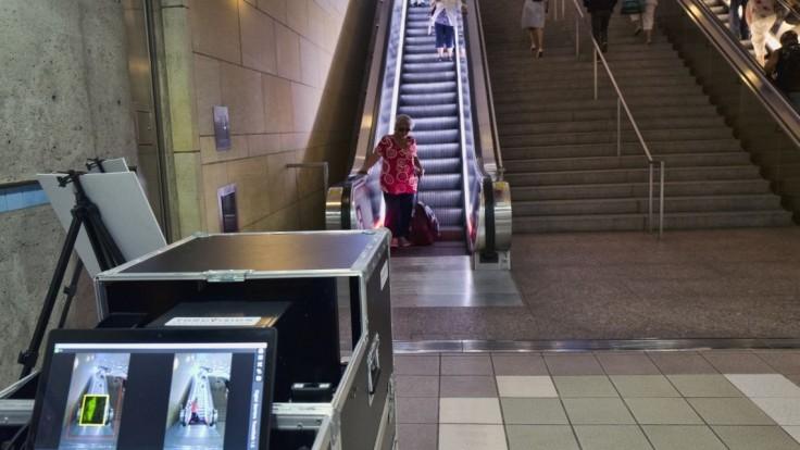Do metra nainštalujú skenery, ktoré zistia, či sú pasažieri ozbrojení