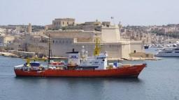 Loď s migrantmi zakotvila na Malte, rozdelí si ich päť štátov