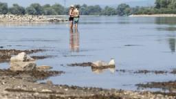 Dunaj je nebezpečne nízko, nepremávajú ani kabínkové lode