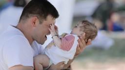 Otcom chcú zaplatiť dovolenku aj vtedy, ak je matka na materskej
