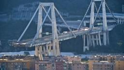 Pod troskami janovského mosta môže byť stále množstvo ľudí
