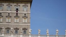 Zahanbenie a žiaľ, reaguje Vatikán na zneužívanie detí kňazmi v USA