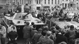 Agresia i falšovanie dejín. Politici reagujú na výročie invázie