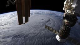 Havaj sa pripravuje na ničivý hurikán, vyhlásili stav ohrozenia