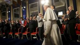Cirkevné orgány zlyhali. Pápež vyjadril pobúrenie nad zločinmi