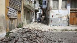 Irán zasiahli tri zemetrasenia, hlásia obete a desiatky zranených
