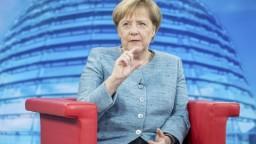 Rozkol v nemeckej politike. Merkelová odmietla návrh o migrantoch