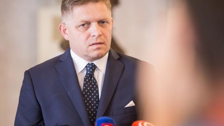 Podľa Fica je popieranie historických faktov celoslovenský šport